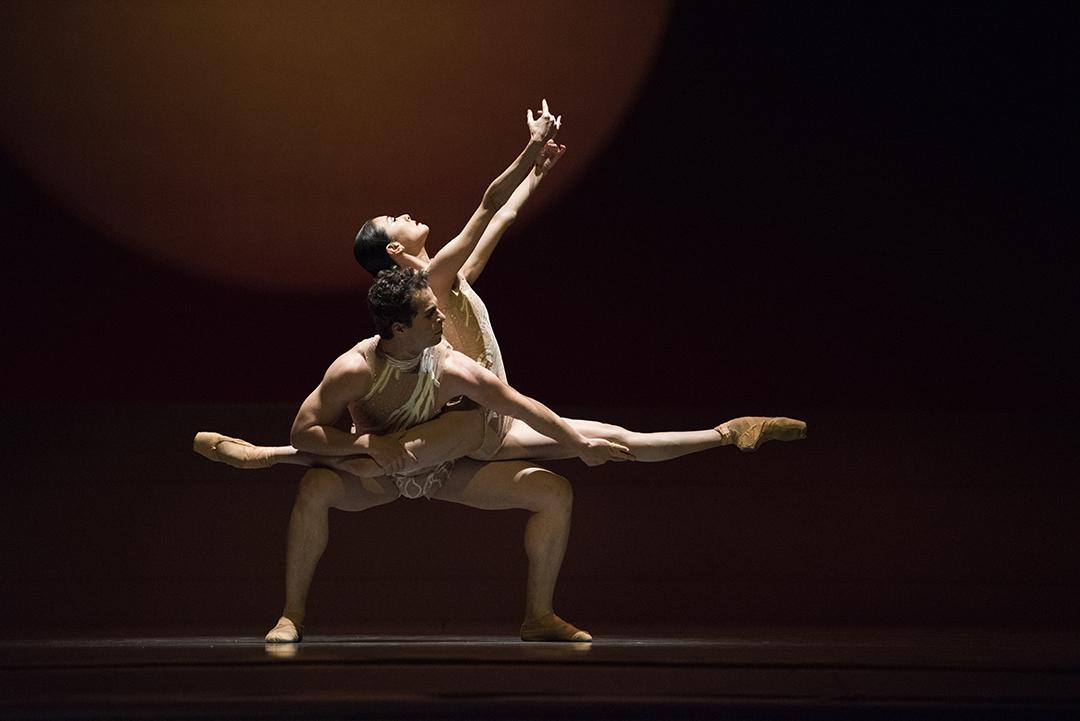 Sf Ballet Yuan Yuan Tan And Vitor Luiz In Liangs The Infinite Ocean